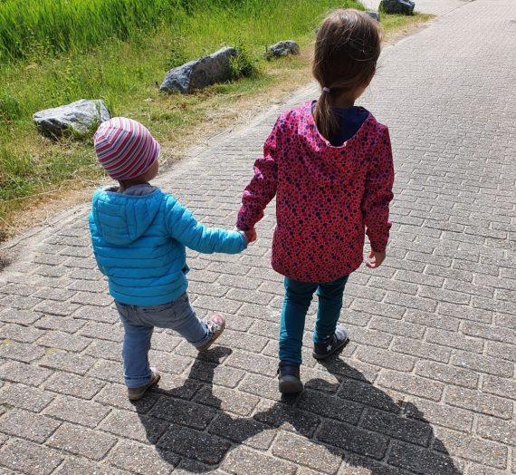 Geschwisterliebe und Geschwisterstreit: Tipps für eine gute Beziehung