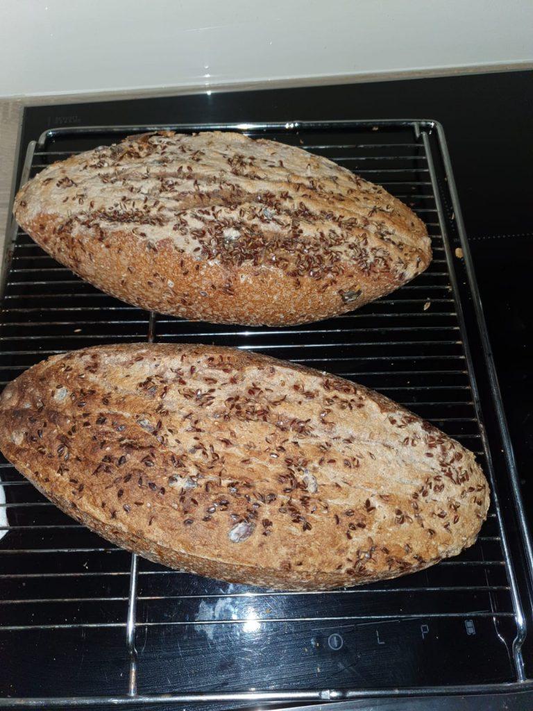 Wie beim letzten Lockdown steht eigenes Brot backen bei vielen hoch im Kurs – so auch bei uns.